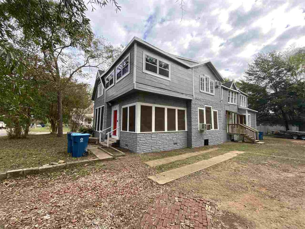Photo of home for sale at 1106 Esplanade Street unit 2, Marshall TX