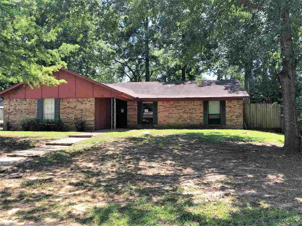 Photo of home for sale at 1300 Baxley Ln, Longview TX
