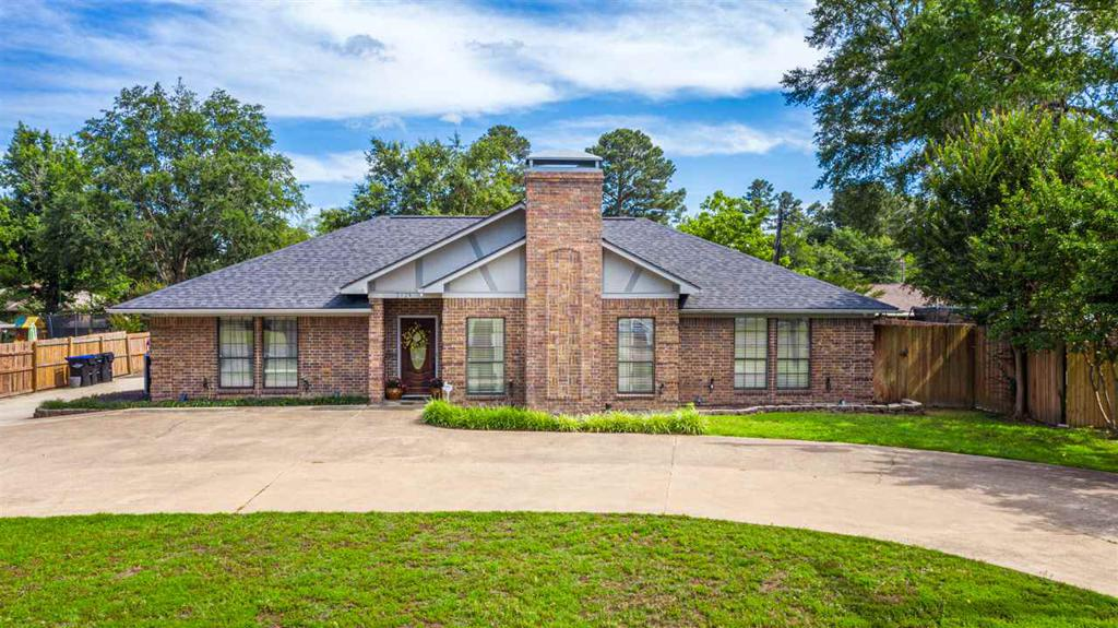 Photo of home for sale at 2128 George Richey, Longview TX