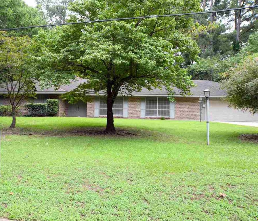 Photo of home for sale at 402 Hughes Street, Marshall TX
