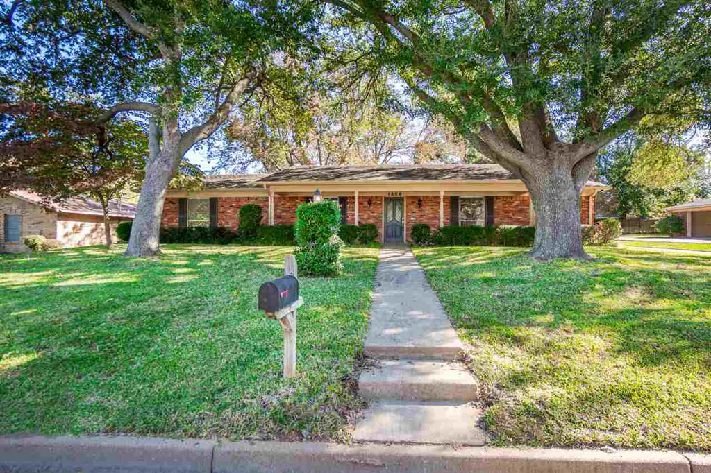 Photo of home for sale at 1506 Miami, Longview TX