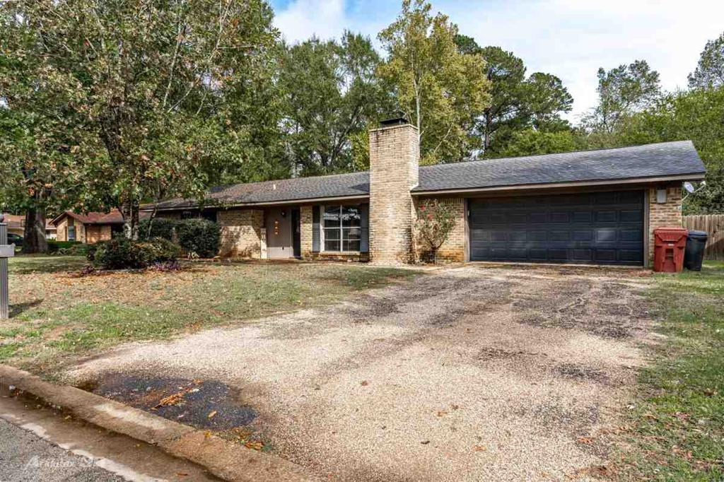 Photo of home for sale at 223 Longmont, Hallsville TX