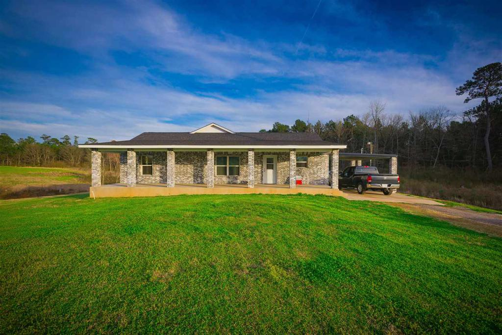 Photo of home for sale at 1730 County Road 843, Cushing TX