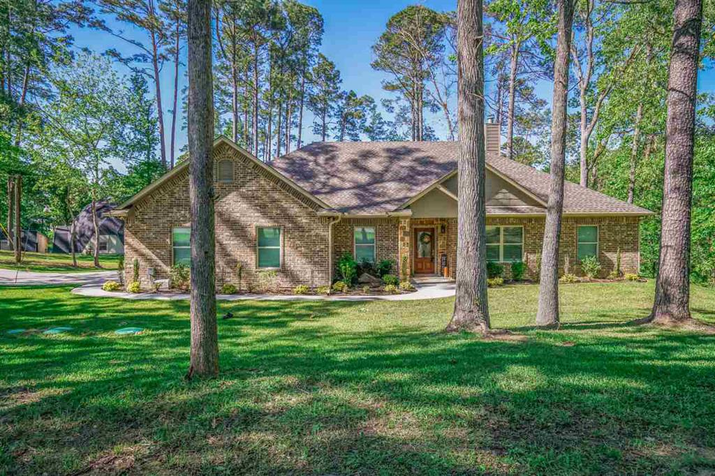 Photo of home for sale at 384 Forest Lake, Longview TX