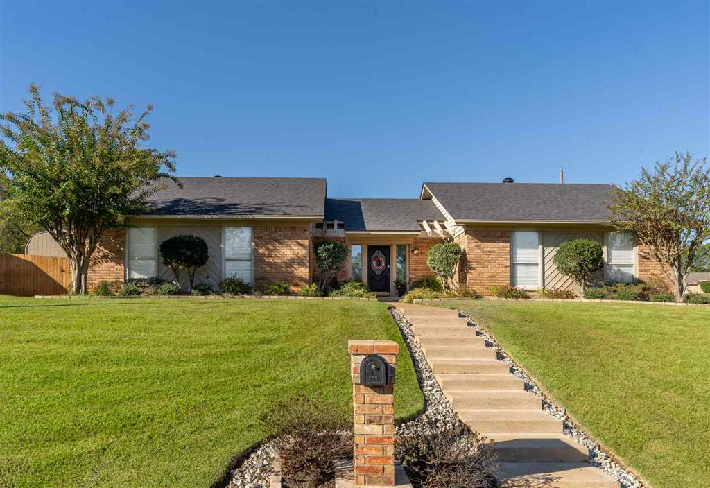 Photo of home for sale at 100 Kerri Court, Longview TX