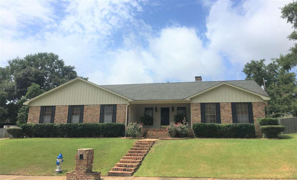Photo of home for sale at 1204 Westwood Dr., Henderson TX