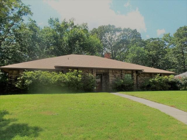 Photo of home for sale at 601 Town Oaks Circle, Kilgore TX