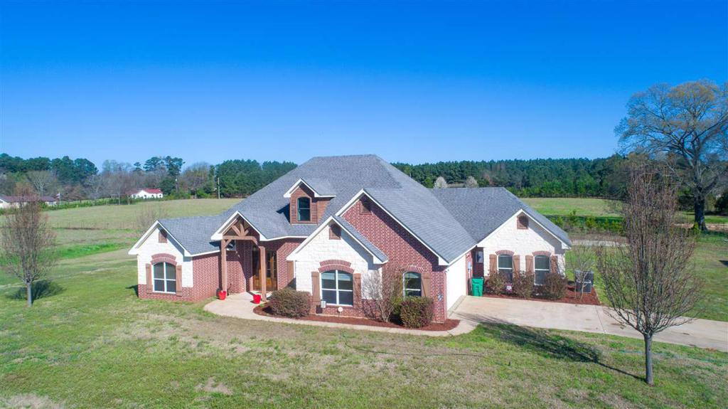 Photo of home for sale at 4753 Smelley Rd, Hallsville TX