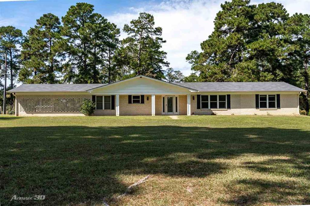 Photo of home for sale at 843 Blackjack Rd, Jefferson TX