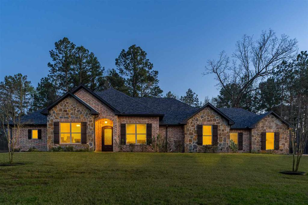 Photo of home for sale at 315 Magnolia Lane, Gladewater TX