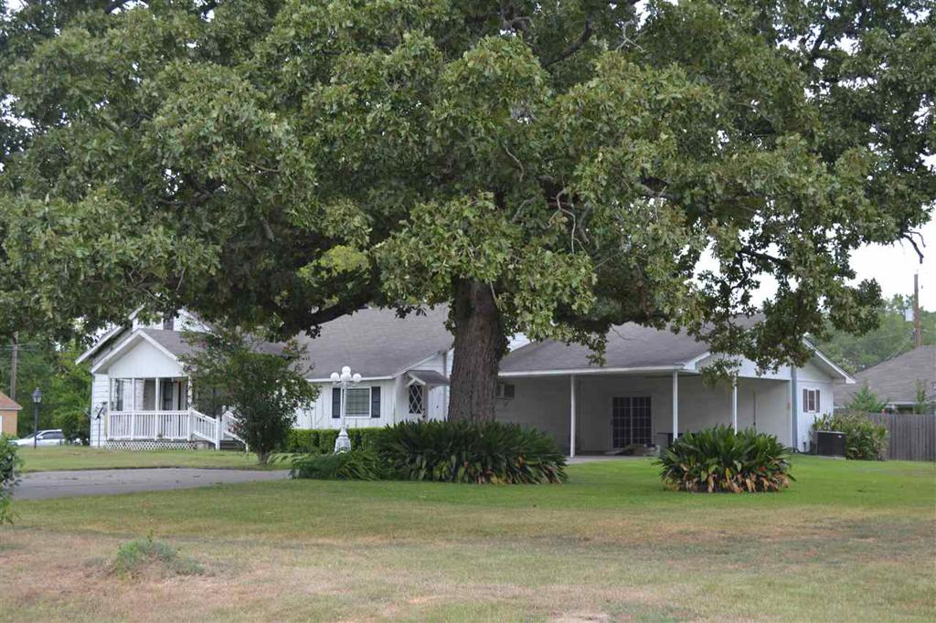 Photo of home for sale at 416 Daniels, Carthage TX