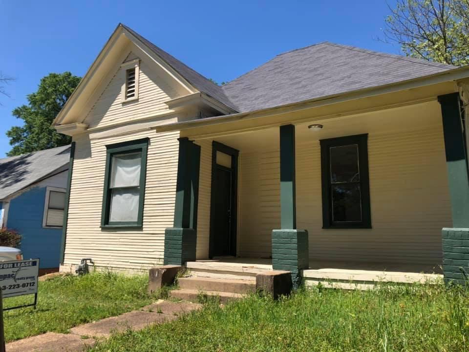 Photo of home for sale at 415 E 12th, Texarkana AR