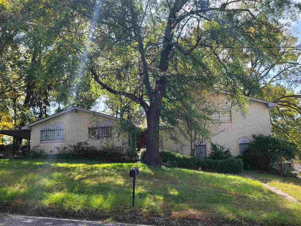 Photo of home for sale at 1320 and 1322 Stanford St, Longview TX