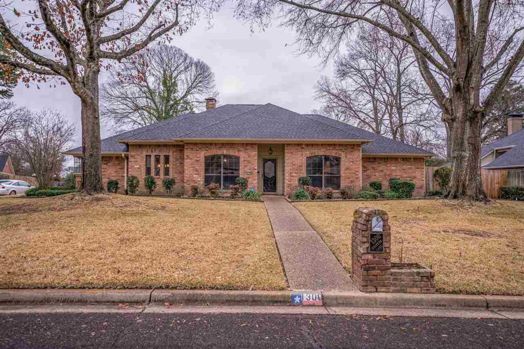 Photo of home for sale at 1300 Heather, Longview TX