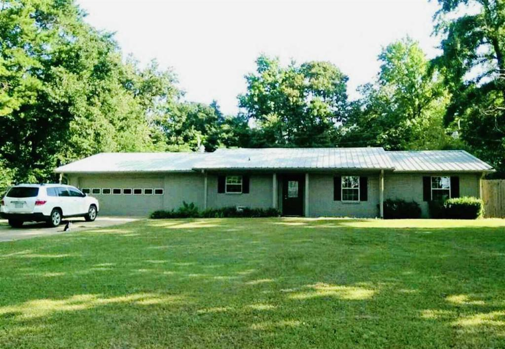 Photo of home for sale at 1217 Lakeview, Lone Star TX