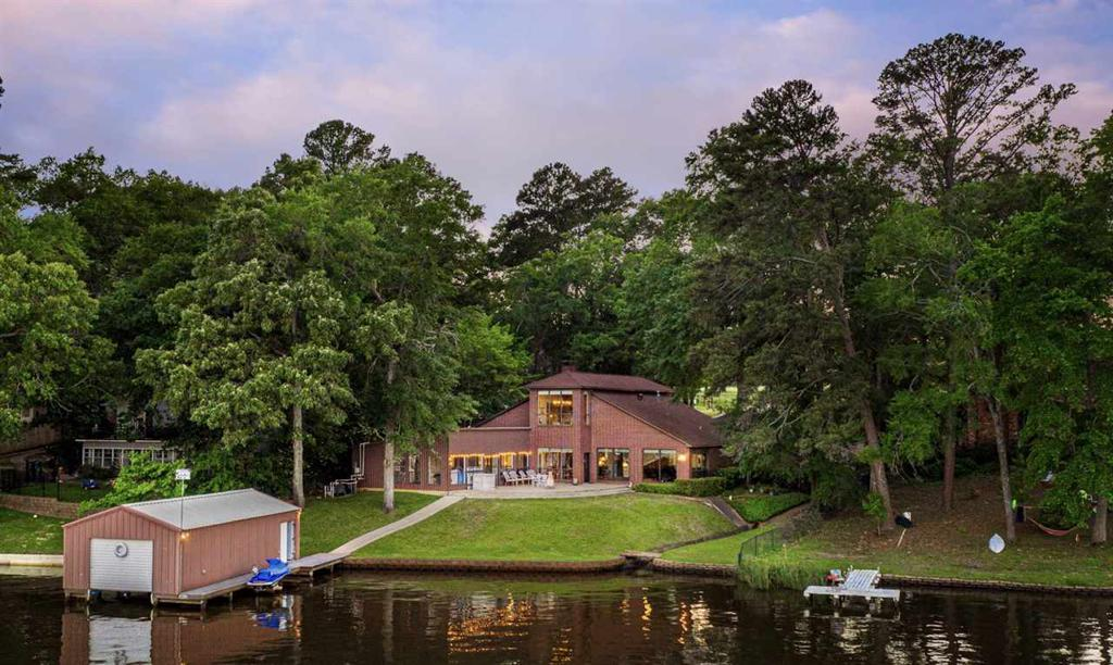 Photo of home for sale at 1612 Lake Dr, Gladewater TX