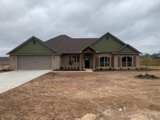 Photo of home for sale at 121 Oak Trail, Kilgore TX