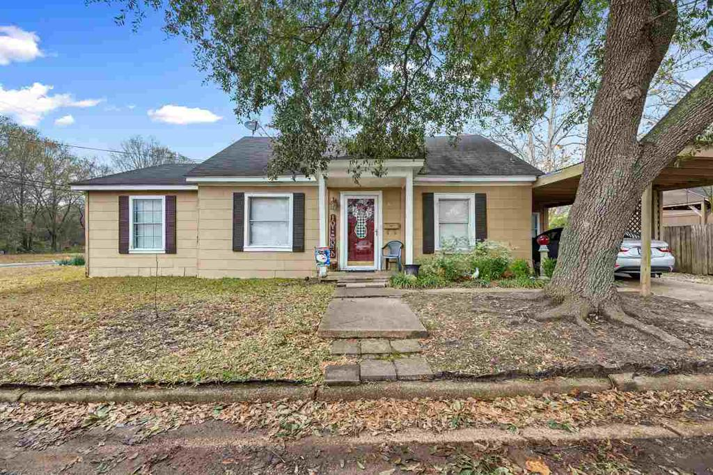 Photo of home for sale at 101 Timberlake, Overton TX