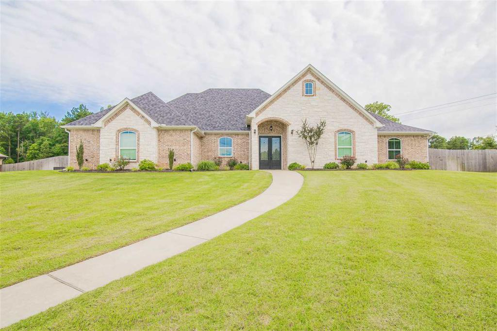 Photo of home for sale at 104 Highland Blvd, Hallsville TX