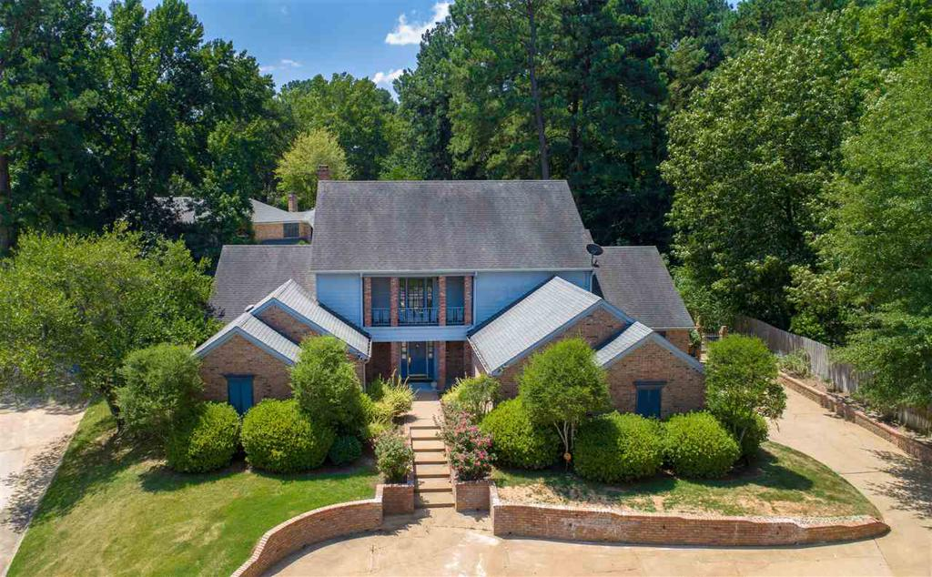 Photo of home for sale at 1504 Lotus Ln, Longview TX