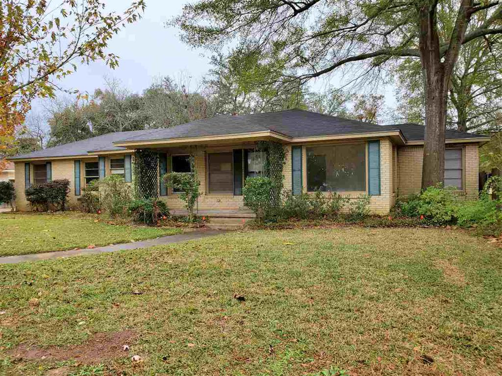Photo of home for sale at 312 Mcnee Dr, Henderson TX