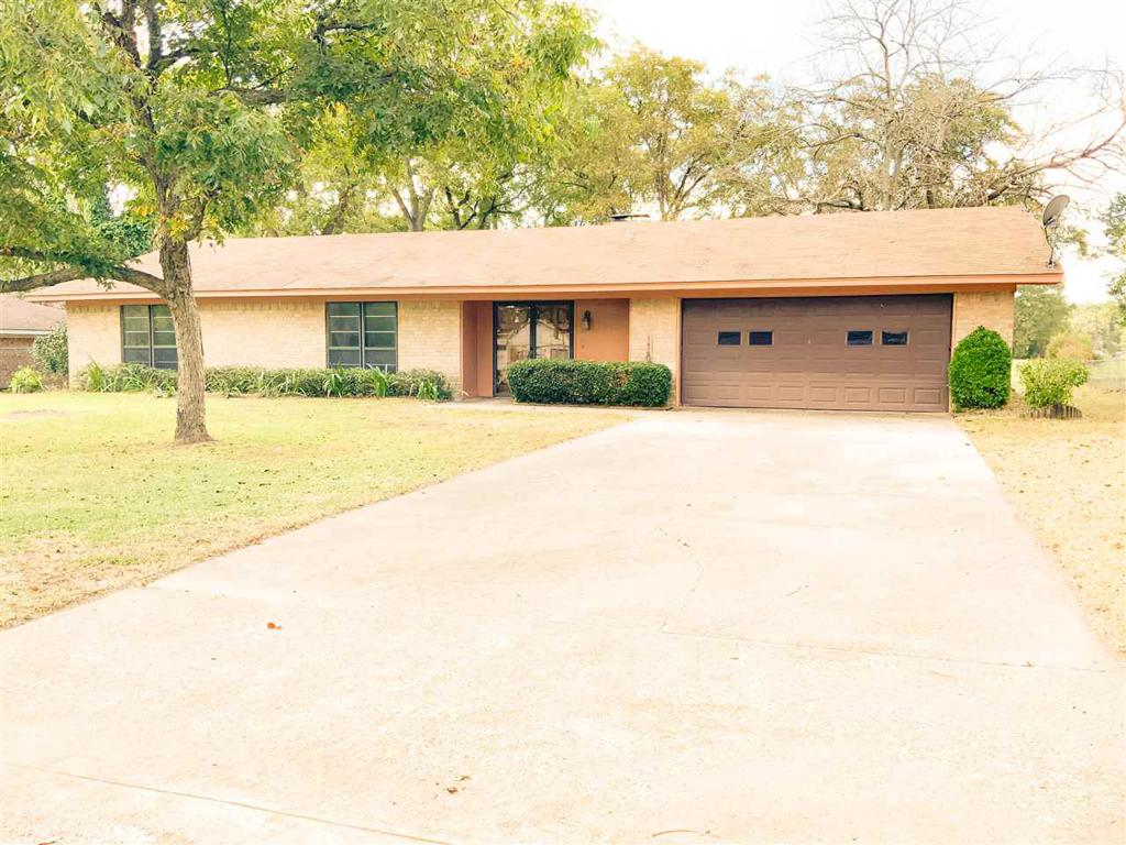 Photo of home for sale at 110 Royal Lane, Pittsburg TX