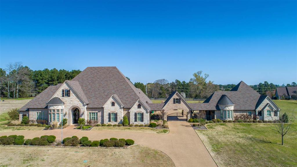 Photo of home for sale at 375 Turtle Creek Dr., Longview TX