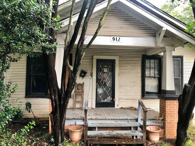 Photo of home for sale at 912 7th St., Longview TX