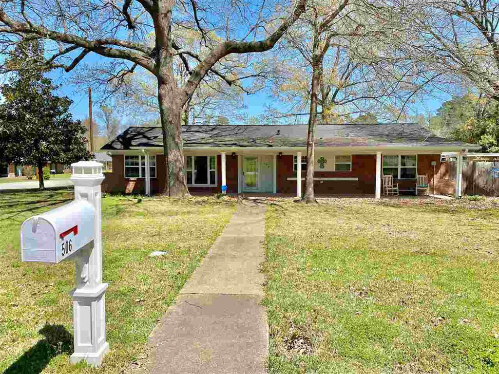 Photo of home for sale at 506 EDGEWOOD RD., Kilgore TX