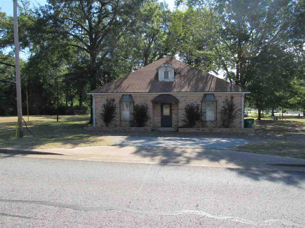 Photo of home for sale at 5576 Judson Rd., Longview TX