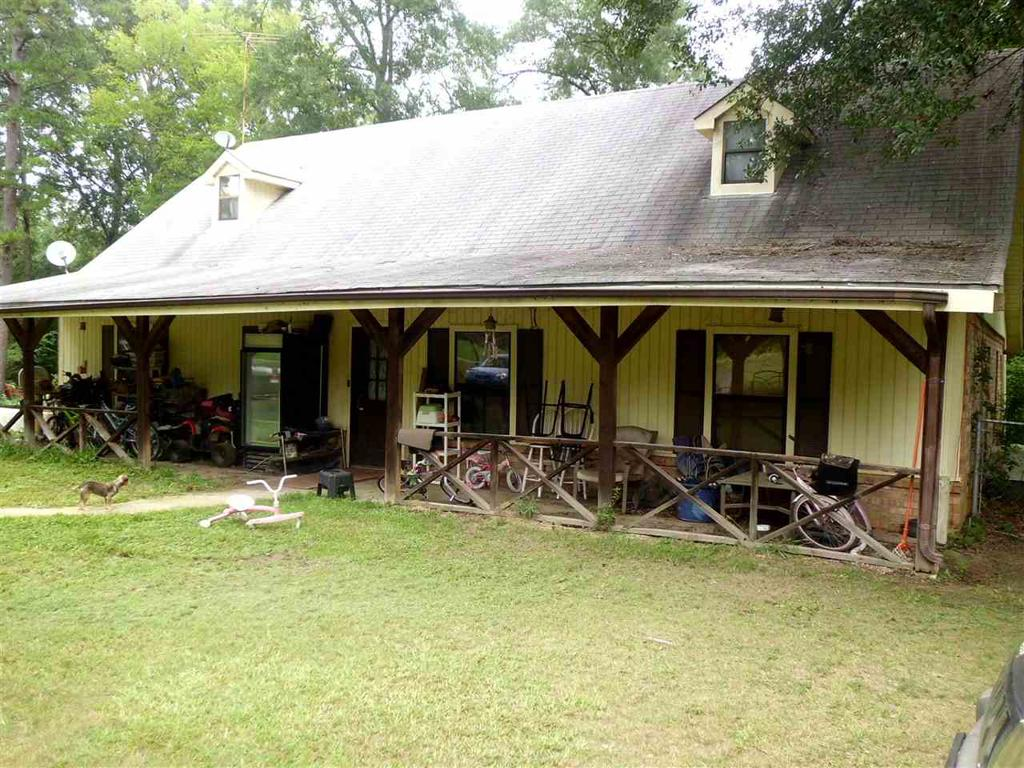 Photo of home for sale at 1622 Abbie Ln, Marshall TX