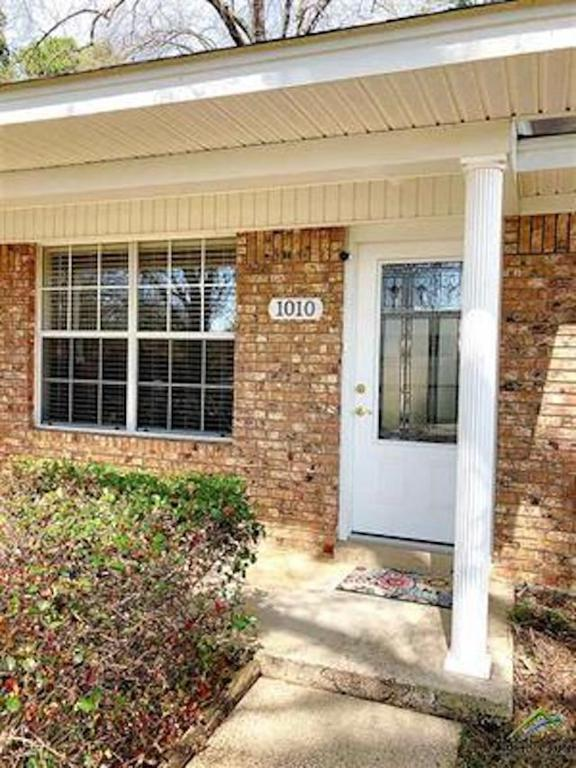 Photo of home for sale at 1010 Champion St., Texarkana TX