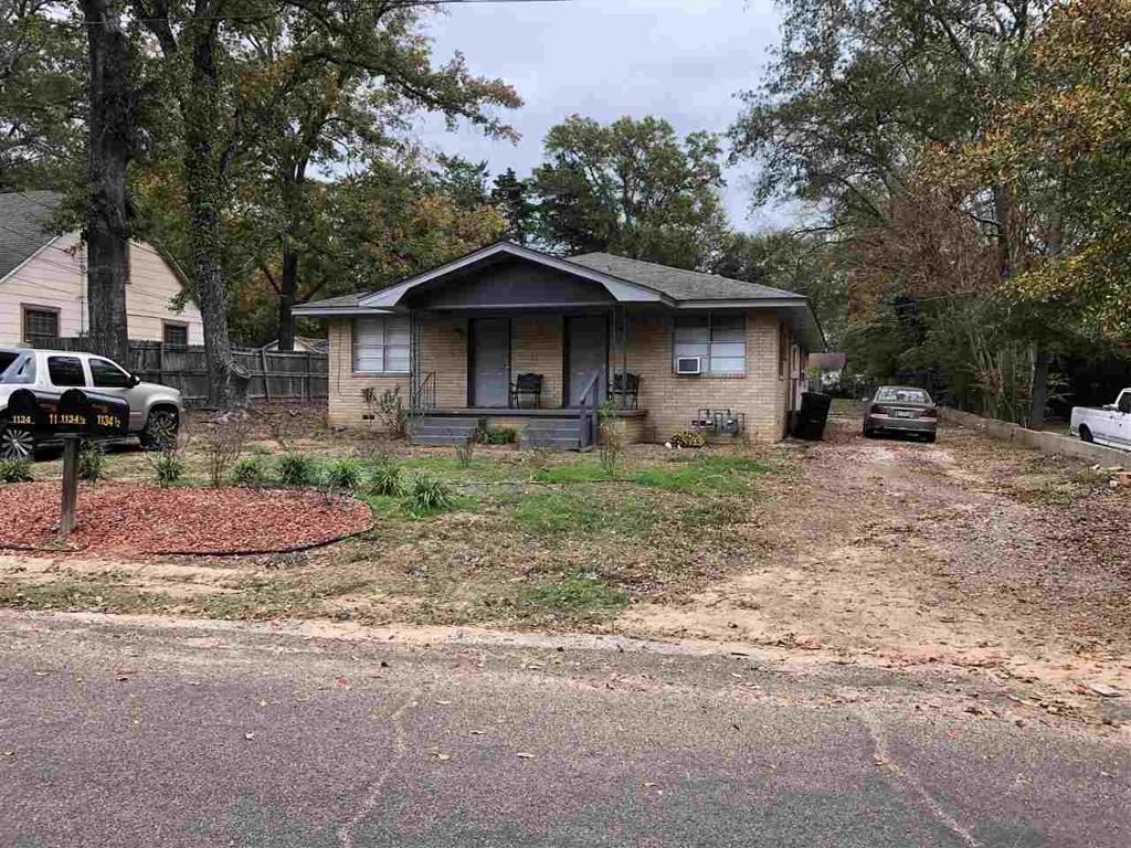 Photo of home for sale at 1134 &1134 1/2 MAPLE, Longview TX