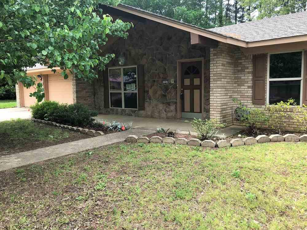 Photo of home for sale at 1507 Pineridge St, Longview TX