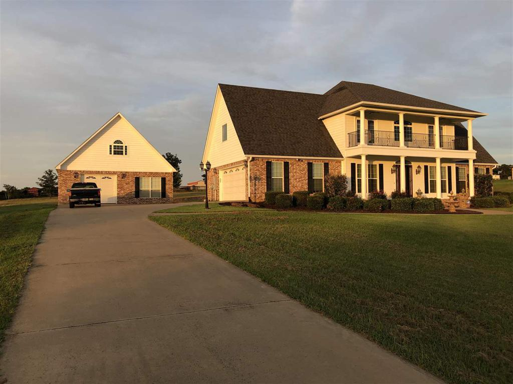 Photo of home for sale at 108 Indigo Trail, Gilmer TX