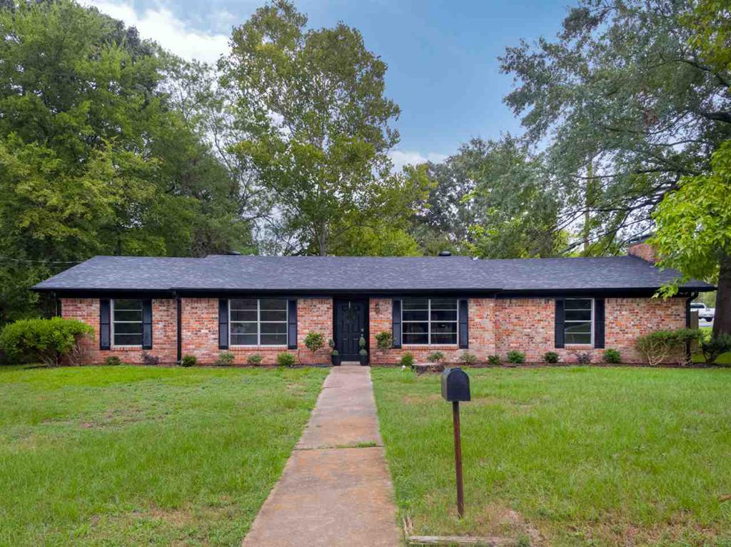 Photo of home for sale at 100 Bernice St., Longview TX