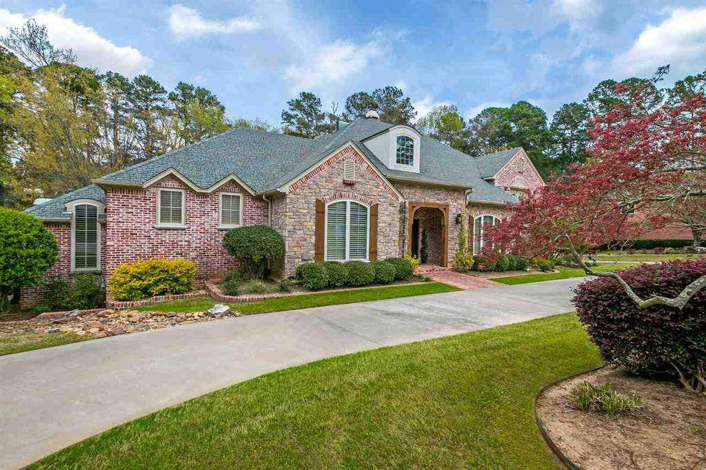 Photo of home for sale at 3 Spring Creek Pl, Longview TX
