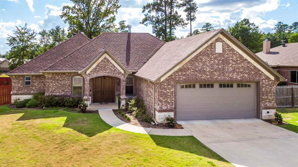 Photo of home for sale at 1506 Comanche St, Longview TX