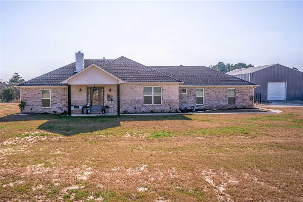 Photo of home for sale at 17707 State Hwy 154, Harleton TX