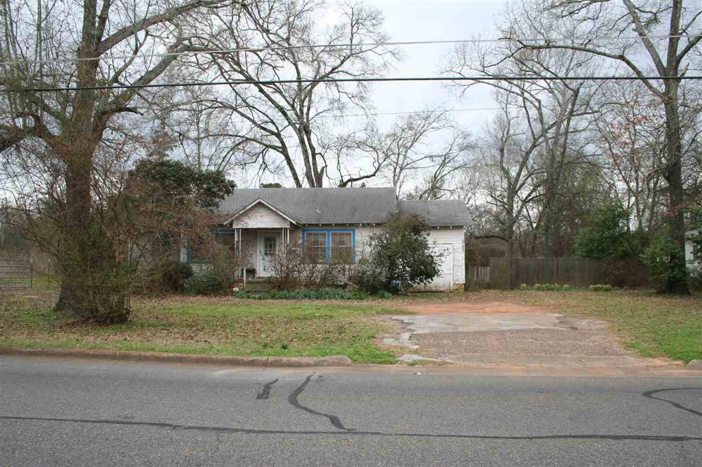 Photo of home for sale at 2812 Stone Rd, Kilgore TX