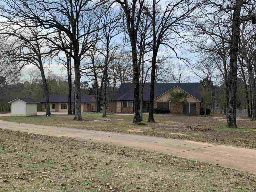 Photo of home for sale at 435 B&B Lane, Hallsville TX
