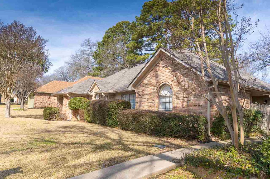 Photo of home for sale at 1210 BRANDYWINE DR., Longview TX