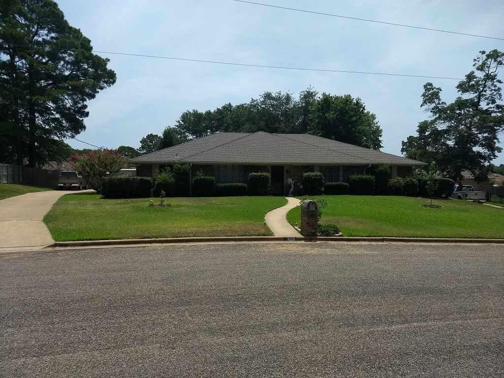 Photo of home for sale at 1806 Northpark Cir, Longview TX