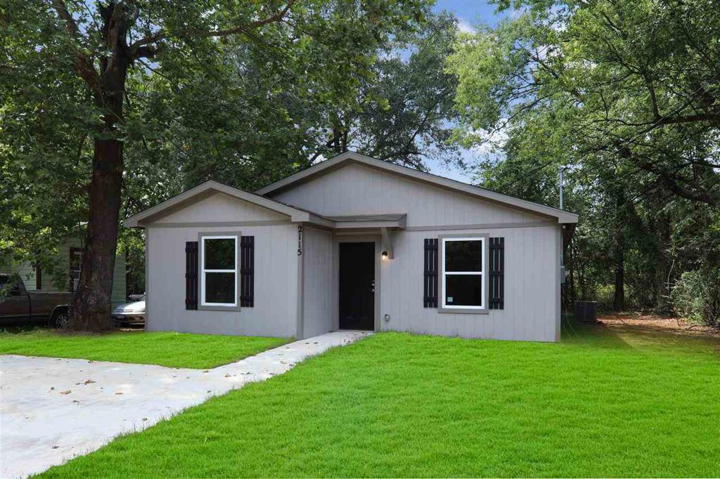 Photo of home for sale at 2115 Victory, Longview TX