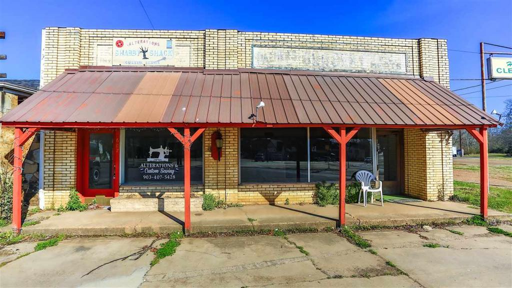 Photo of home for sale at 609 Broadway, Jefferson TX