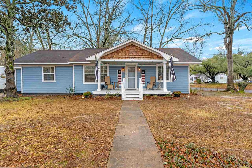 Photo of home for sale at 704 Leach, Kilgore TX