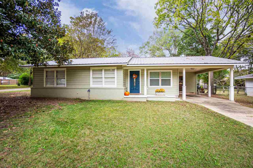 Photo of home for sale at 210 Peach St, Ore City TX