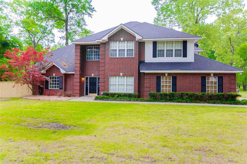 Photo of home for sale at 972 Acorn Trail, Hallsville TX
