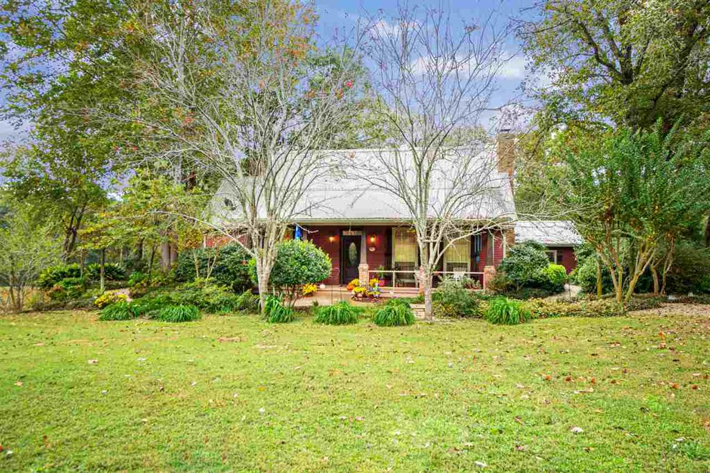 Photo of home for sale at 541 Cox Lane, Longview TX