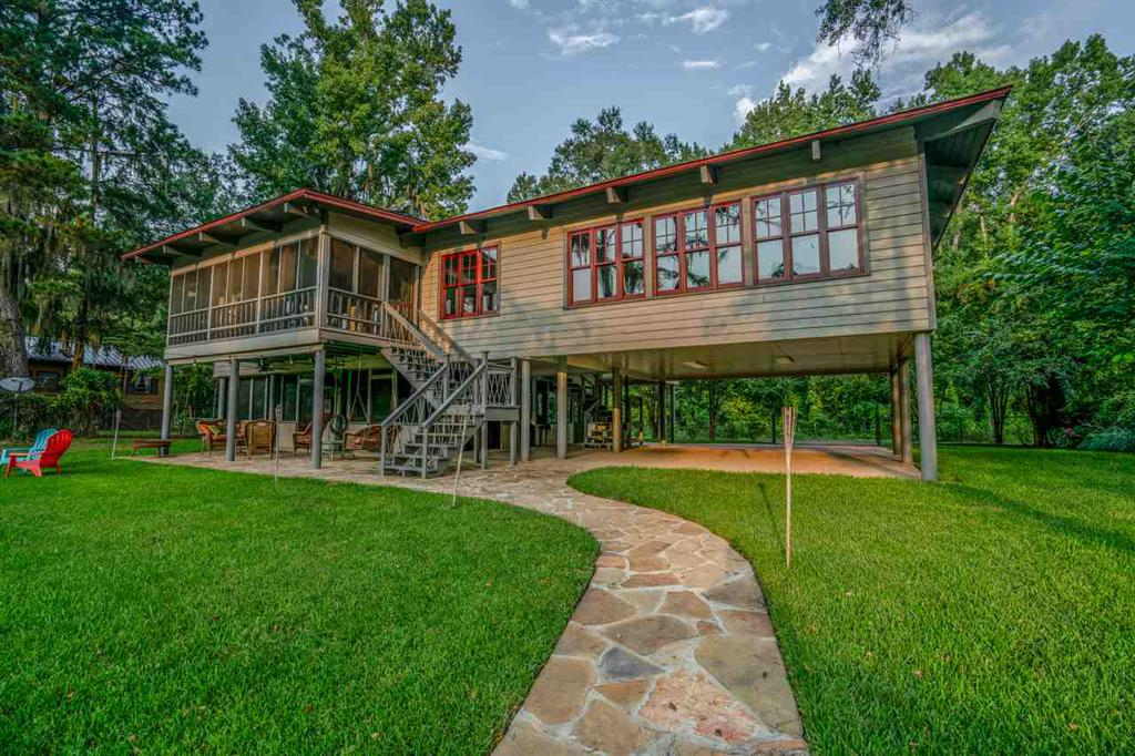 Photo of home for sale at 1959 Pine Island Road, Karnack TX